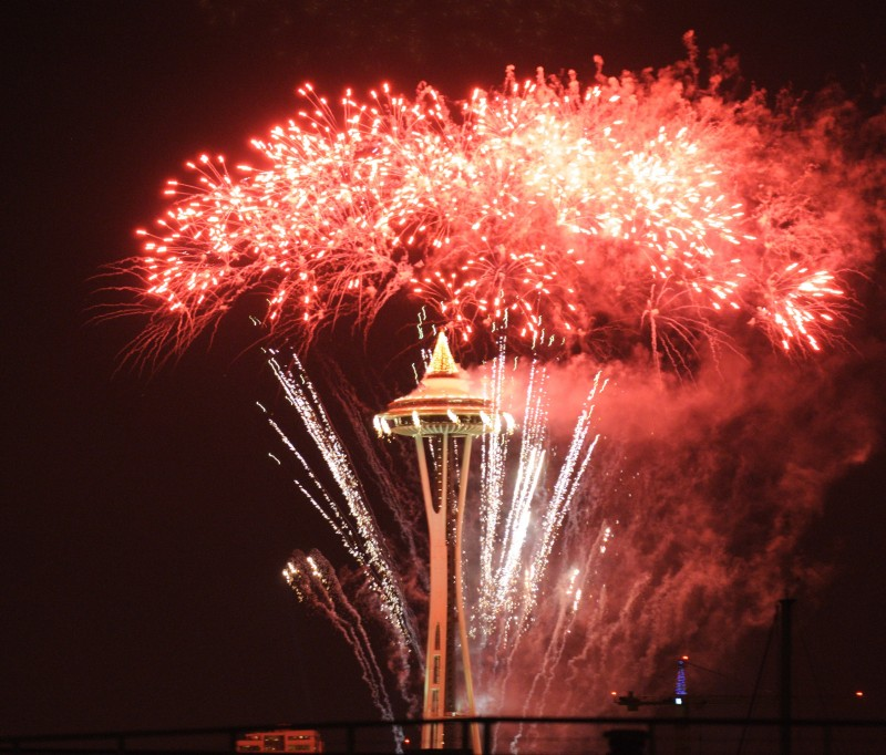 space_needle_fireworks_01Jan2012_5666